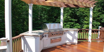 CUSTOM DECKS, OUTDOOR SPACES AND CONSTRUCTION