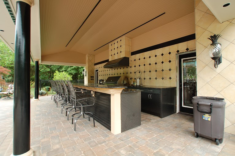 outdoor bar and kitchen
